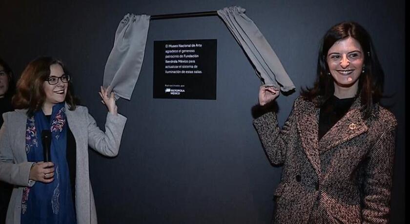 La directora del Museo Nacional de Arte, Sara Gabriela Baz (i), y la directora de Fundación Iberdrola México, Alicia Valcarce (d), inauguran el nuevo sistema de iluminación de bajo consumo energético instalado en el Museo Nacional de Arte (Munal), hoy, miércoles 14 de noviembre de 2018, en Ciudad de México (México). EFE