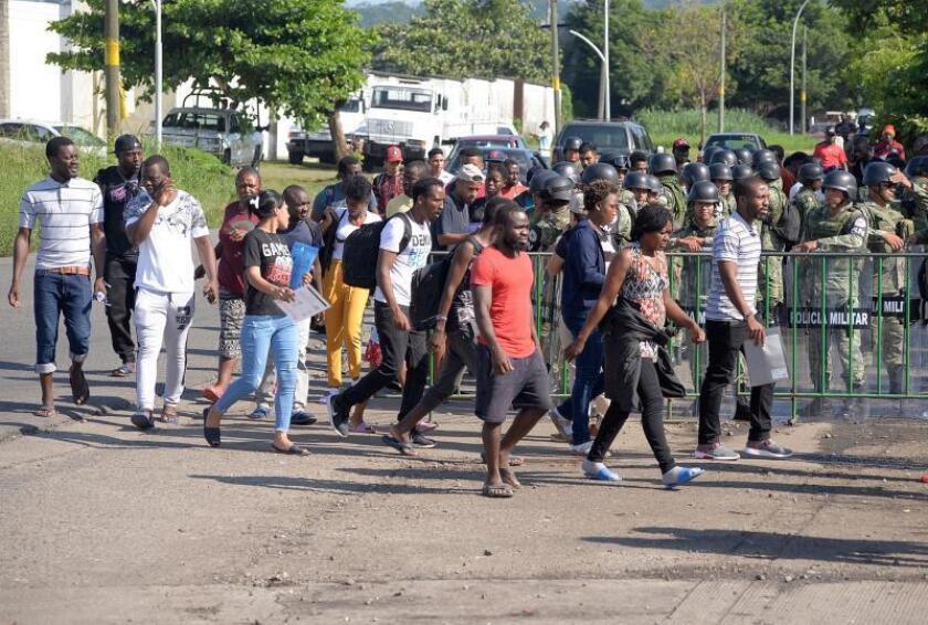 Integrantes de la Guardia Nacional continúan resguardando la estación migratoria Siglo XXI hoy martes en la ciudad de Tapachula, estado de Chiapas (México). EFE/Carlos López