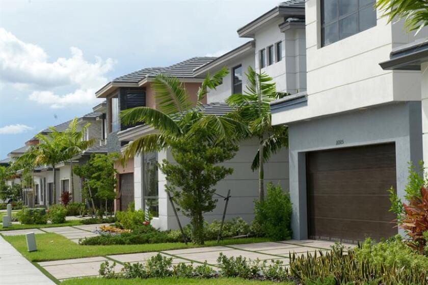Los argentinos fueron los extranjeros que más invirtieron en el sector inmobiliario del sur de Florida en 2017, con un 15 % del total de las compras de inmuebles, seguidos de los venezolanos (11 %) y canadienses y colombianos (10 % cada uno), informó hoy la Asociación de Agentes de Bienes Raíces de Miami. EFE/Archivo