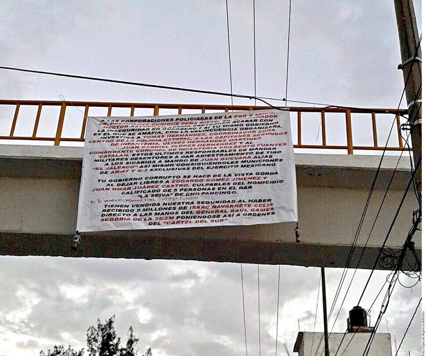 Diversas mantas aparecieron hace unos días en distintos puntos de Chilpancingo, Guerrero, en las que se acusa a mandos militares de presuntamente estar coludidos con un grupo de la delincuencia organizada.