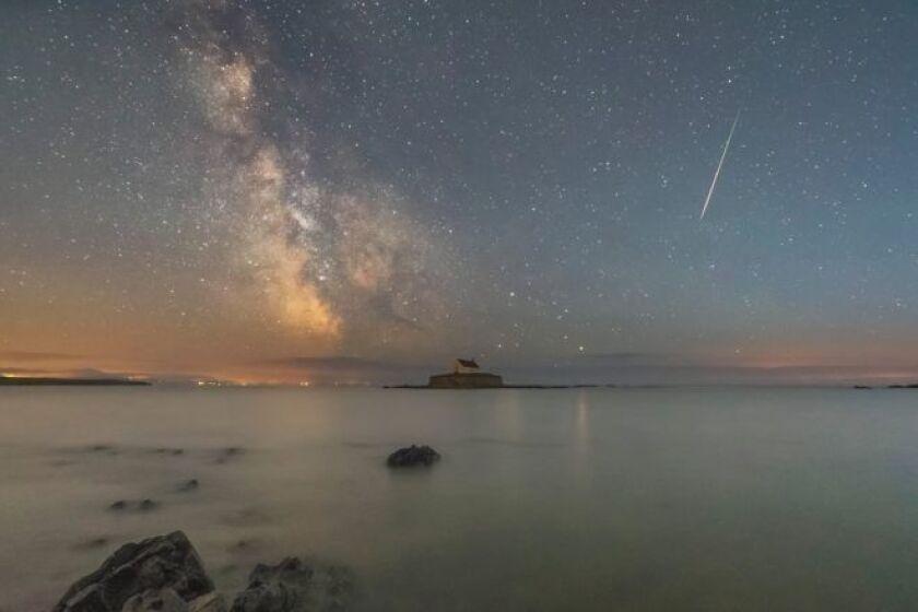 Las Perseidas empezaron a parecer hace ya varios días. Kris Williams tomó esta foto hace un par de días desde el Norte de Gales.