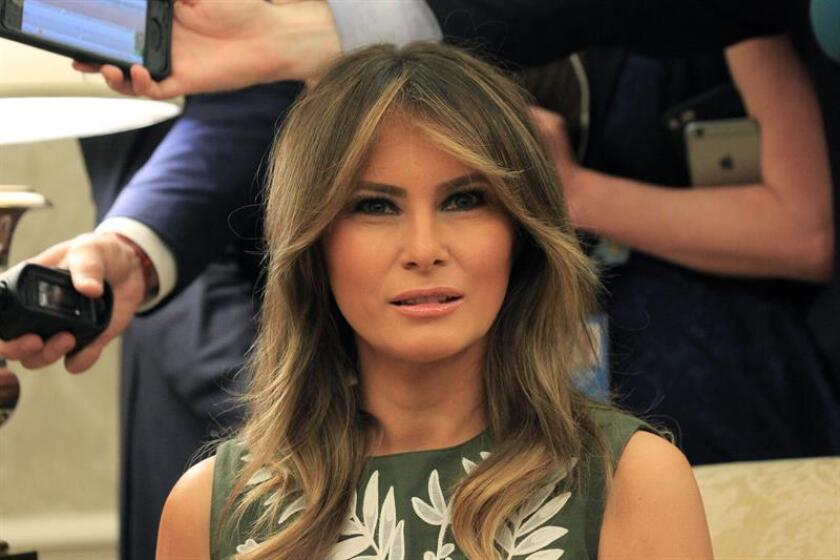 La primera dama, Melania Trump, despegó hoy rumbo a África para su primera gira a solas desde que llegó a la Casa Blanca, en la que visitará Ghana, Malawi, Kenia y Egipto. EFE/ARCHIVO