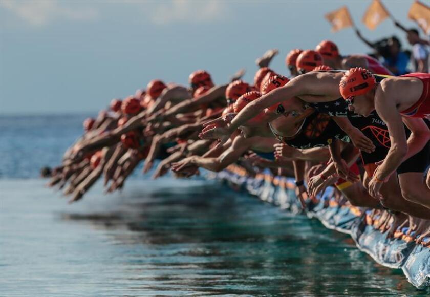 Atletas compiten en un triatlón. EFE/Archivo