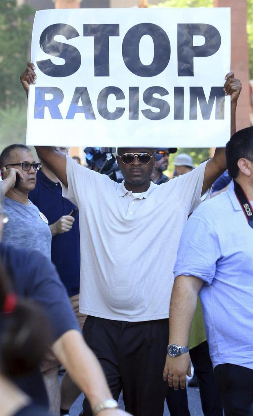"""Los obispos católicos alertaron hoy sobre el """"grave"""" aumento del racismo en """"la sociedad, el discurso público y las redes sociales"""" contra las minorías, especialmente los latinos, los afroamericanos y las comunidades indígenas estadounidenses. EFE/ARCHIVO"""