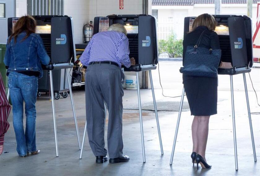 El voto anticipado de cara a las elecciones legislativas de la próxima semana en Estados Unidos se ha disparado en comparación con los últimos comicios de mitad de mandato, celebrados hace cuatro años, según datos divulgados hoy. EFE/Archivo