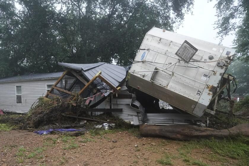 Daños causados por las inundaciones causadas por fuertes lluvias en McEwen, Tennessee