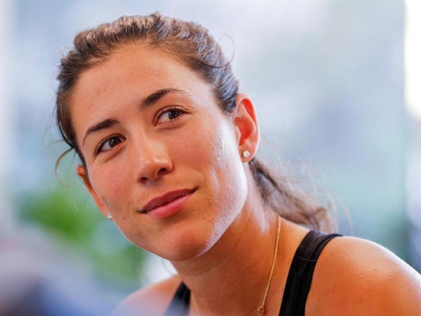 La tenista española Garbiñe Muguruza ofrece una rueda de prensa con motivo de su participación en el Abierto de Miami disputado en Key Biscayne. EFE