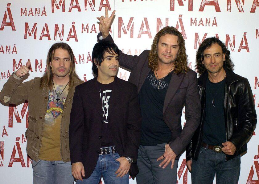 Los rockeros mexicanos del grupo Maná, uno de los de mayor repercusión del rock latino, de izq. a dcha., el guitarrista Sergio Vall'n, el bateria Alex GonzAlez, el vocalista Fher Olvera, y el bajo Juan Calleros.