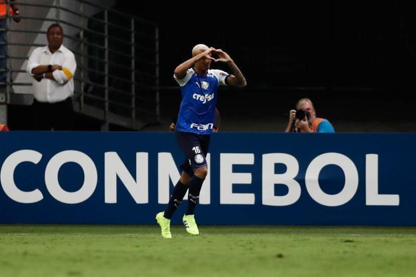Deyverson de Palmeiras celebra un gol este martes en un partido del grupo F de la Copa Libertadores entre Palmeiras y Melgar en el estadio Allianz Parque en Sao Paulo (Brasil). EFE