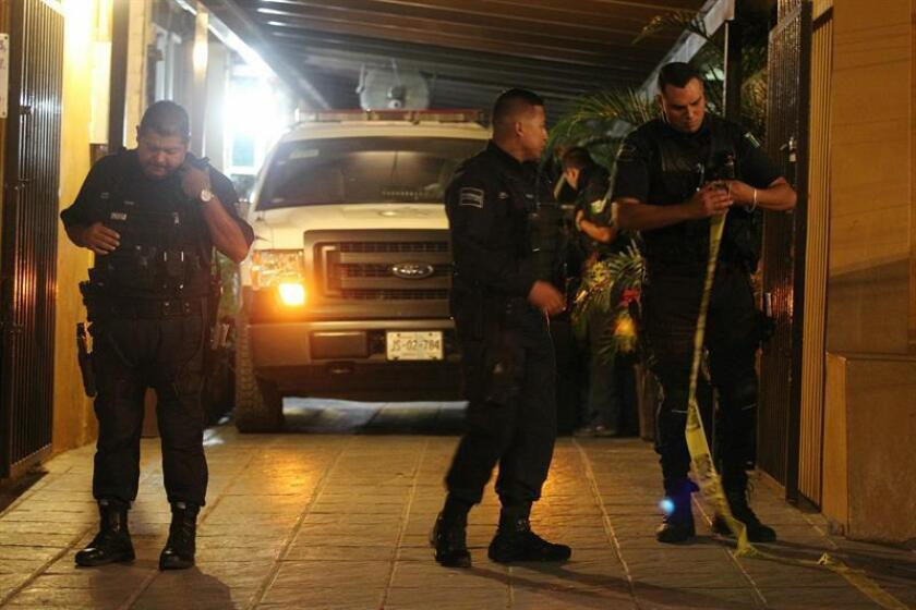 La Fiscalía del estado de Jalisco, oeste de México, capturó hoy a dos policías del municipio de Tlajomulco por sus presuntos nexos con el crimen organizado y puso bajo investigación a toda la corporación. EFE/ARCHIVO