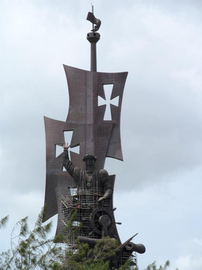 """El director de Planificación y Desarrollo de la Compañía de Turismo de Puerto Rico, Carlos Romo, afirmó que la monumental estatua de Cristóbal Colón que ubica en el municipio de Arecibo tiene el """"gran potencial de convertirse en el ancla del turismo"""" en la zona norte de la isla. EFE/Archivo"""