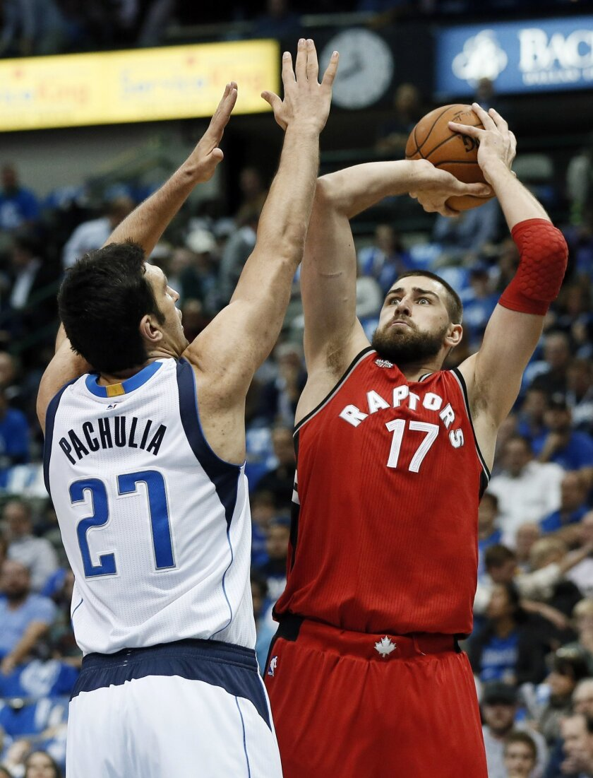 Dallas Mavericks' Zaza Pachulia (27) of Georgia defends as Toronto Raptors center Jonas Valanciunas (17) of Lithuania goes up for shot in the first half of an NBA basketball game Tuesday, Nov. 3, 2015, in Dallas.(AP Photo/Tony Gutierrez)