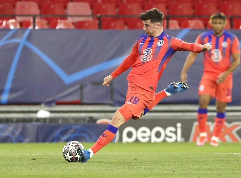 Mason Mount de Chelsea anota el primer gol del equipo en la victoria 2-0 ante el Porto