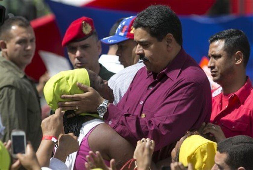 """El presidente de Venezuela, Nicolás Maduro, dijo hoy que durante el encuentro que sostuvo con el subsecretario de Estado de Estados Unidos para Asuntos Políticos, Thomas Shannon, conversaron sobre las relaciones """"de respeto"""" con EEUU y sobre el tema energético.Buscan reactivar"""