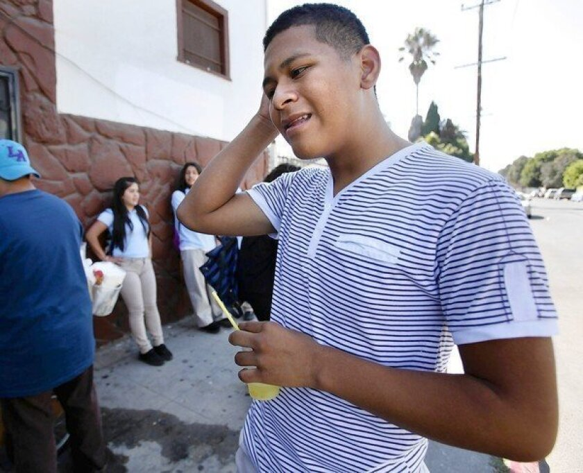 L.A. Unified's iPad rollout marred by chaos