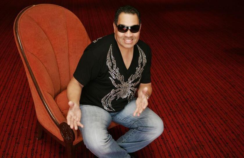 """El salsero Tito Nieves (imagen) y el productor Sergio George, ambos puertorriqueños, preparan el proyecto musical, """"Tito y Sergio: Una historia musical"""", que incluye un disco y una gira de conciertos, que tendrá como meta conquistar a un público más joven ante la falta de apoyo de este sector hacia la salsa. EFE/ARCHIVO"""