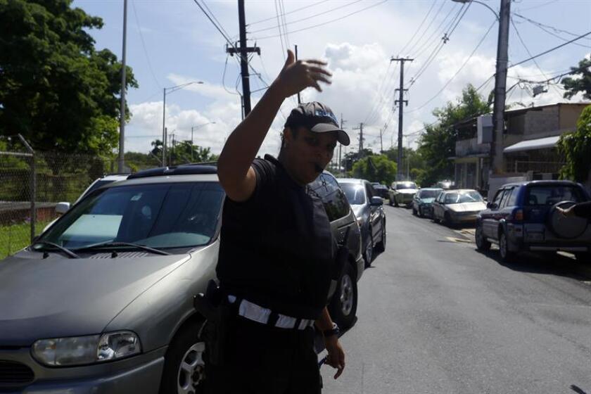 La Comisión de Transportación e Infraestructura, que preside José Luis Rivera Guerra, evaluó, en vista pública, una resolución que tiene como fin investigar el estado del cobro de dos dólares en la renovación de la licencia de conducir de Puerto Rico a beneficio del Centro de Traumas de Centro Médico. EFE/ARCHIVO
