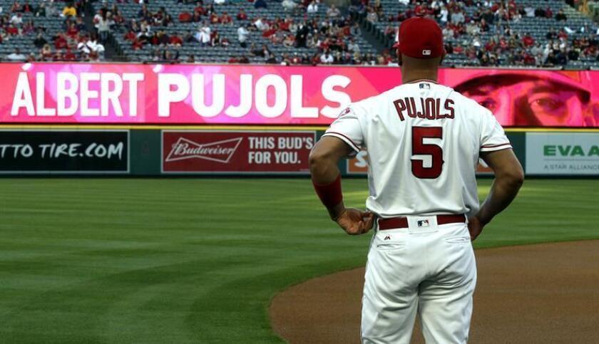 El jugador de los Angelinos Albert Pujols es anunciado hoy, martes 17 de abril de 2018, durante un partido de béisbol de la MLB, entre los Medias Rojas de Boston y los Angelinos de Los Ángeles, en estadio Angel, en Anaheim (EE.UU.). EFE