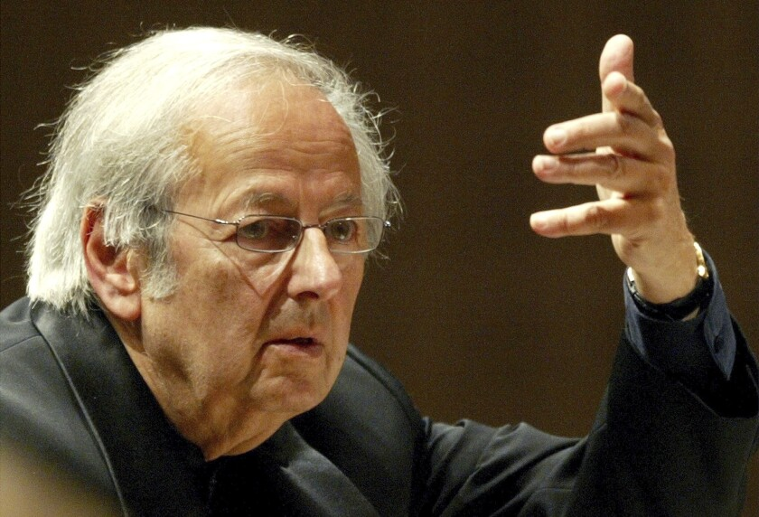 Conductor of the Oslo Philharmonic Orchestra, Andre Previn, conducts the 15th symphony concert during the Lucerne Festival in the concert hall in Lucerne, Switzerland Sept. 1, 2004.
