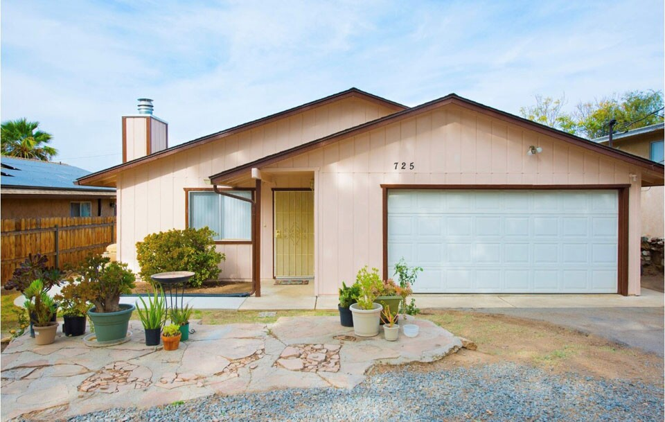Home of the Week - 725 G St. Ramona