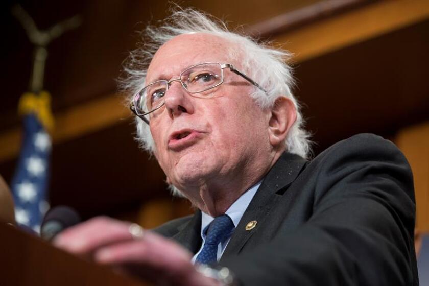 El senador independiente de Vermont Bernie Sanders participa en una rueda de prensa tras una reunión con legisladores demócratas en el Capitolio, Washington D.C (Estados Unidos). EFE/Archivo