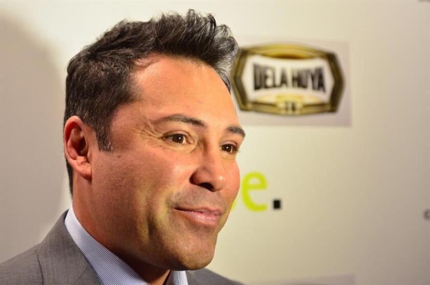 El exboxeador Oscar de la Hoya responde las preguntas durante una conferencia de prensa. EFE/Archivo