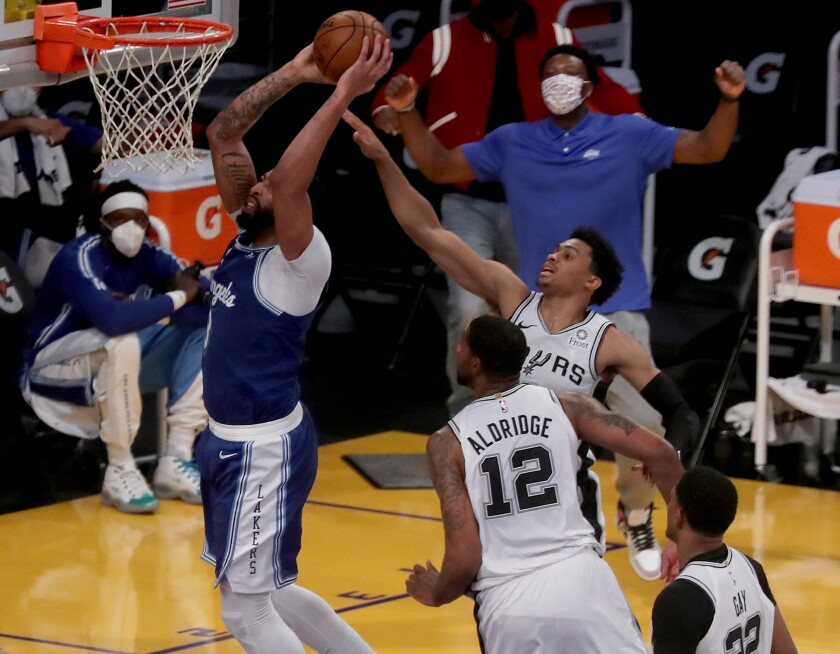 Lakers forward Anthony Davis while Spurs players try to stop him.
