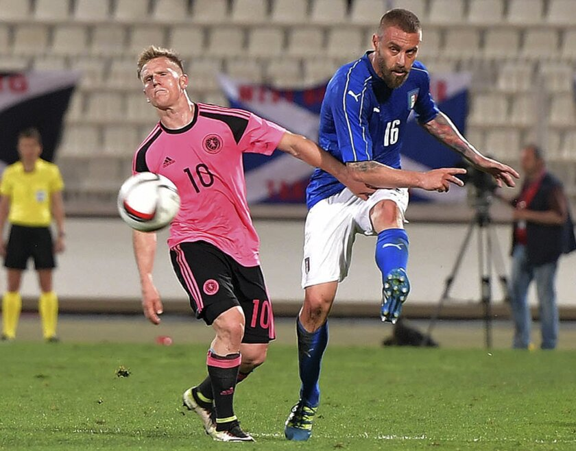 Italy's Daniele De Rossi, right, vies for the ball with Scotland's Matt Ritchie during a friendly match between Italy and Scotland, in preparation for the upcoming Euro 2016 European Championships, at the Ta' Qali stadium in Attard, Malta, Sunday, May 29, 2016. (AP Photo/Rene Rossignaud)