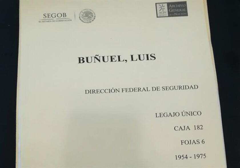 Fotografía del que sería el expediente del cineasta español Luis Buñuel por la extinta Dirección Federal de Seguridad mexicana, ayer martes, 12 de marzo de 2019, en Ciudad de México (México). EFE