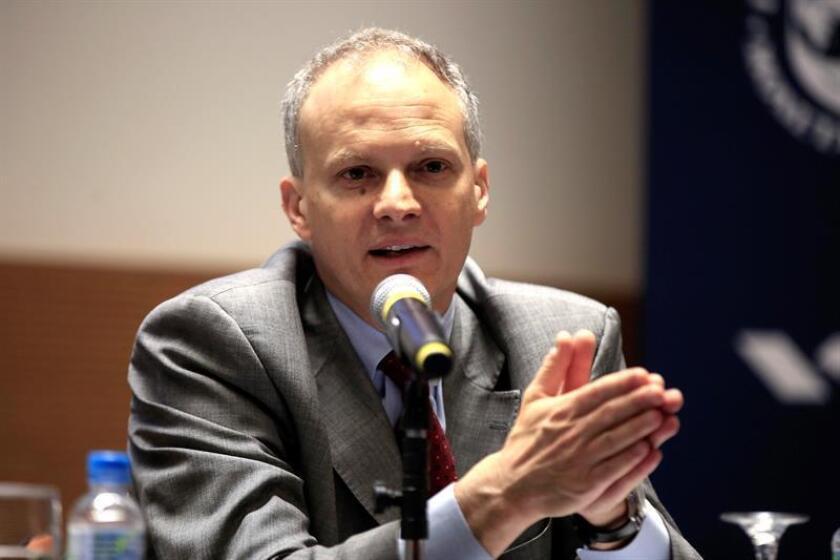 El director del departamento del Hemisferio Occidental de Fondo Monetario Internacional (FMI), Alejandro Werner, durante una conferencia de prensa. EFE/Archivo