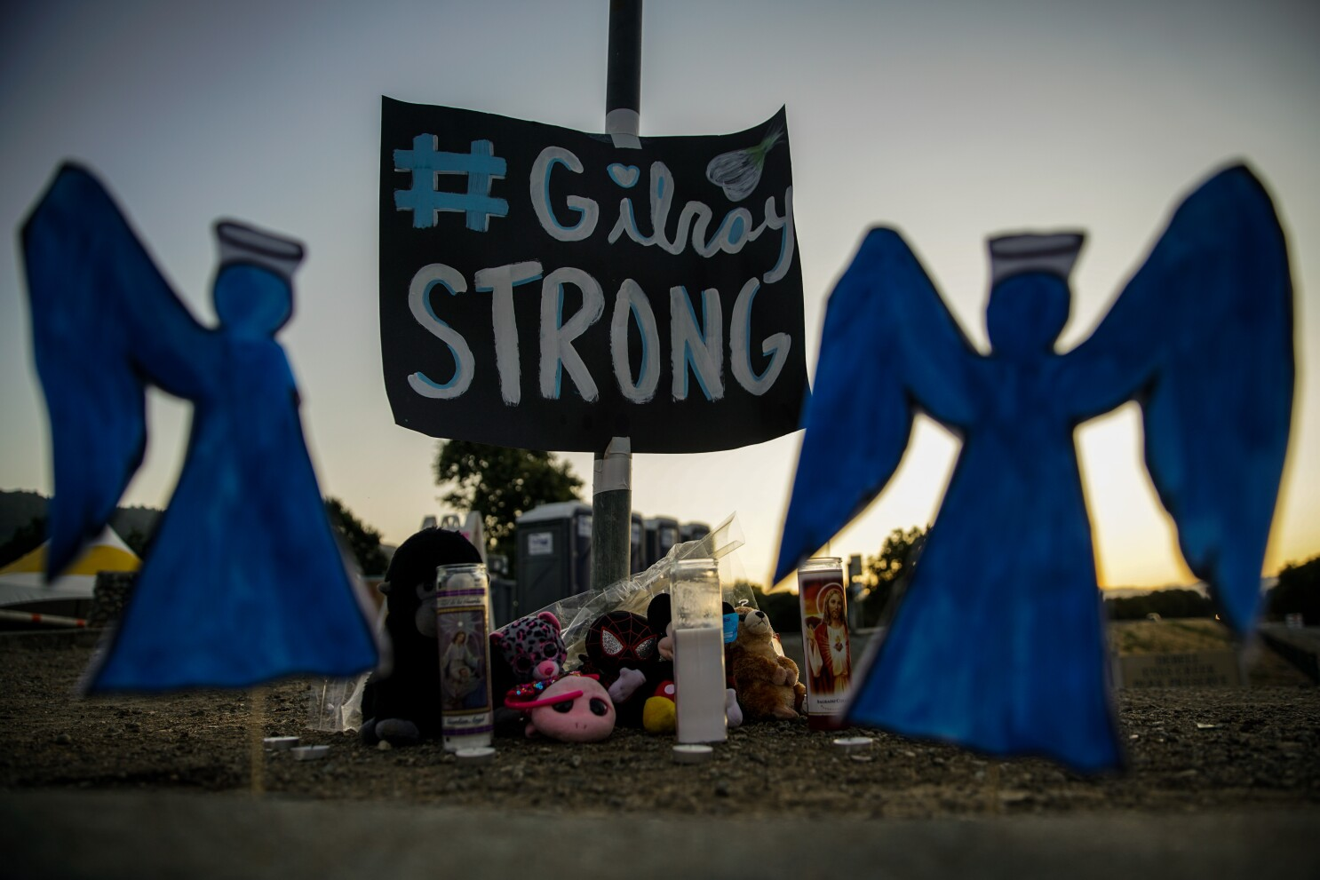 Gilroy Shooting Suspect S Motive Remains Unknown Los Angeles Times