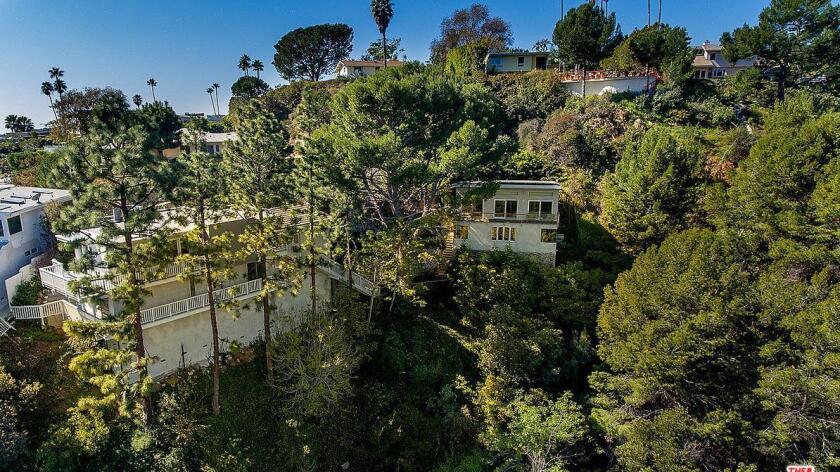 Kristin Davis' Brentwood home   Hot Property