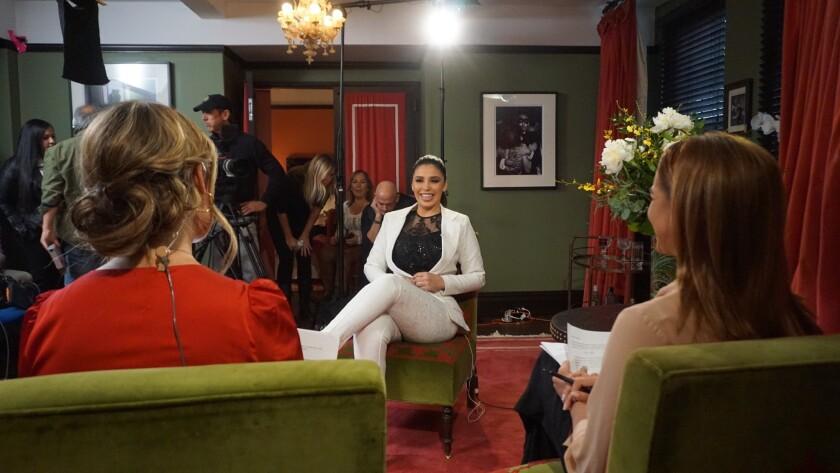 Emma Coronel, esposa de El Chapo Guzmán, da la cara en una entrevista televisiva.