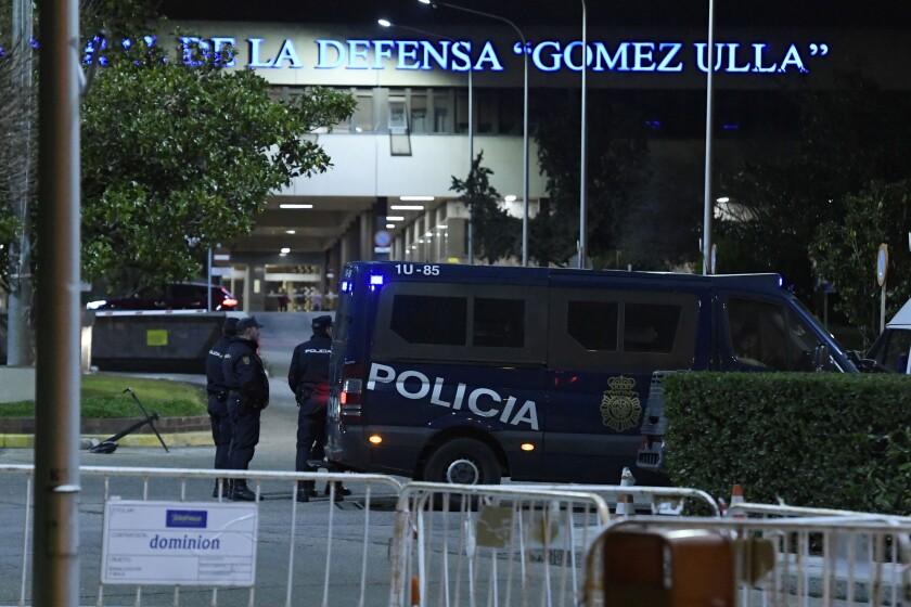 Un avión chárter que transportaba a 25 evacuados de la ciudad china en el centro del mortífero brote de coronavirus, llegó en enero al aeropuerto conjunto civil-militar de Torrejón-Madrid.
