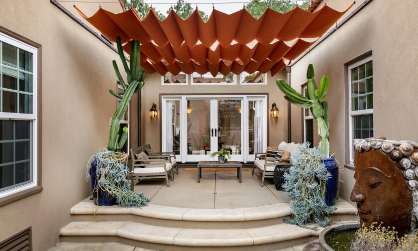 Anna Camp and Skylar Astin's Los Feliz home