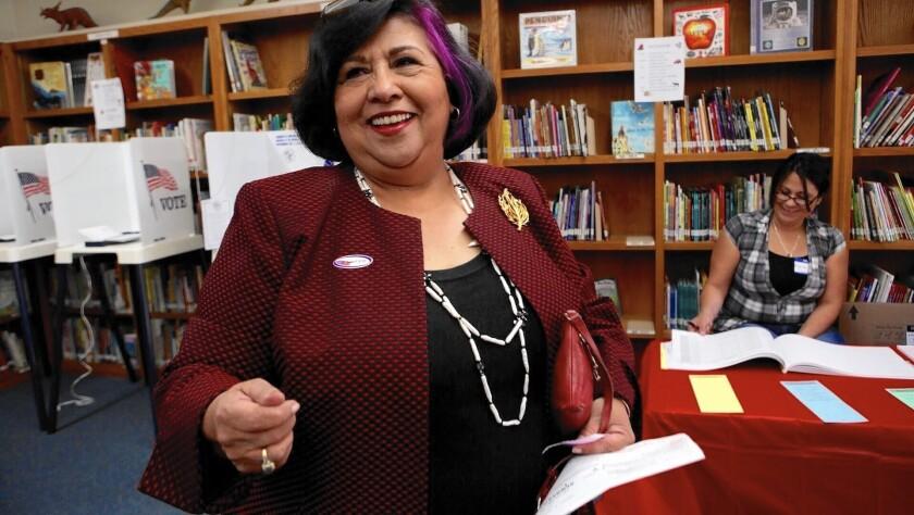 """La ex supervisora del Condado, Gloria Molina, había apoyado a Chicana Service Action Center desde la década de los 70's. """"Esto realmente me disgusta"""", dijo al enterarse de la acusación de la fiscalía."""