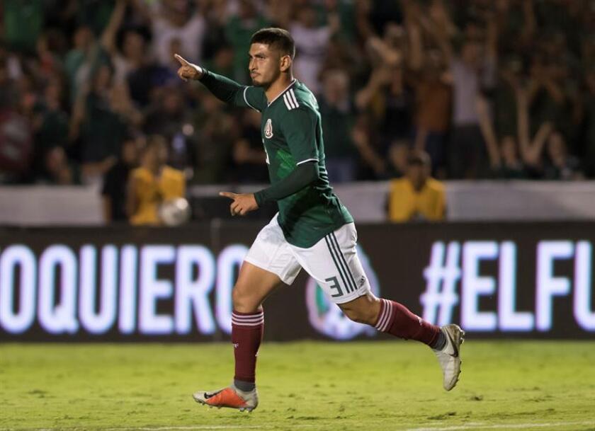 Víctor Guzmán de México celebra una anotación de su equipo ante Costa Rica durante el partido amistoso entre México y Costa Rica que se disputa hoy, jueves 11 de octubre de 2018, en el Estadio Universitario de la Universidad Autónoma de Nuevo León, en Monterrey (México). EFE