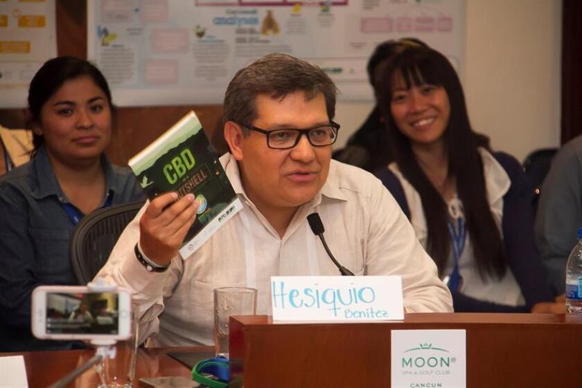 Fotografía de archivo tomada en 2016 y que muestra al director general de cooperación internacional e implementación de la Comisión Nacional para el Conocimiento y Uso de la Biodiversidad (Conabio), Hesiquio Benítez, durante 13a Cumbre de las Naciones Unidas sobre Biodiversidad (COP13), en Cancún (México). EFE/Archivo