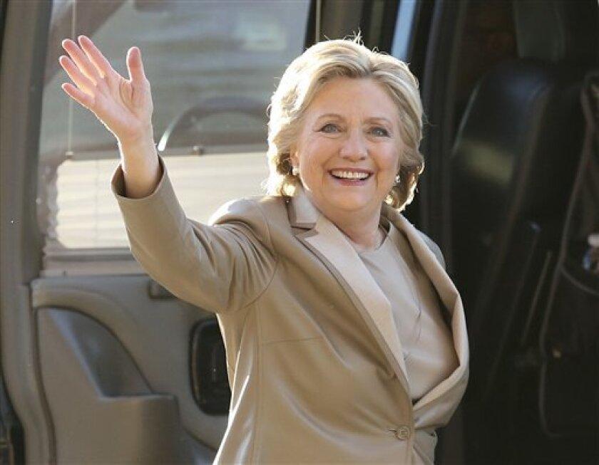 La candidata presidencial demócrata, Hillary Clinton, se adelantó hoy, con 68 votos electorales frente a los 67 de su rival republicano, Donald Trump, en las proyecciones de los medios sobre los resultados de las elecciones.