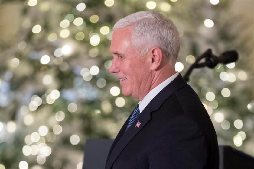 El vicepresidente, Mike Pence, volvió hoy a posponer a enero su viaje a Oriente Próximo y Alemania a la espera de que el Senado vote la bajada de impuestos impulsada por los republicanos y de que merme el impacto de la decisión de reconocer a Jerusalén como capital israelí. EFE/ARCHIVO