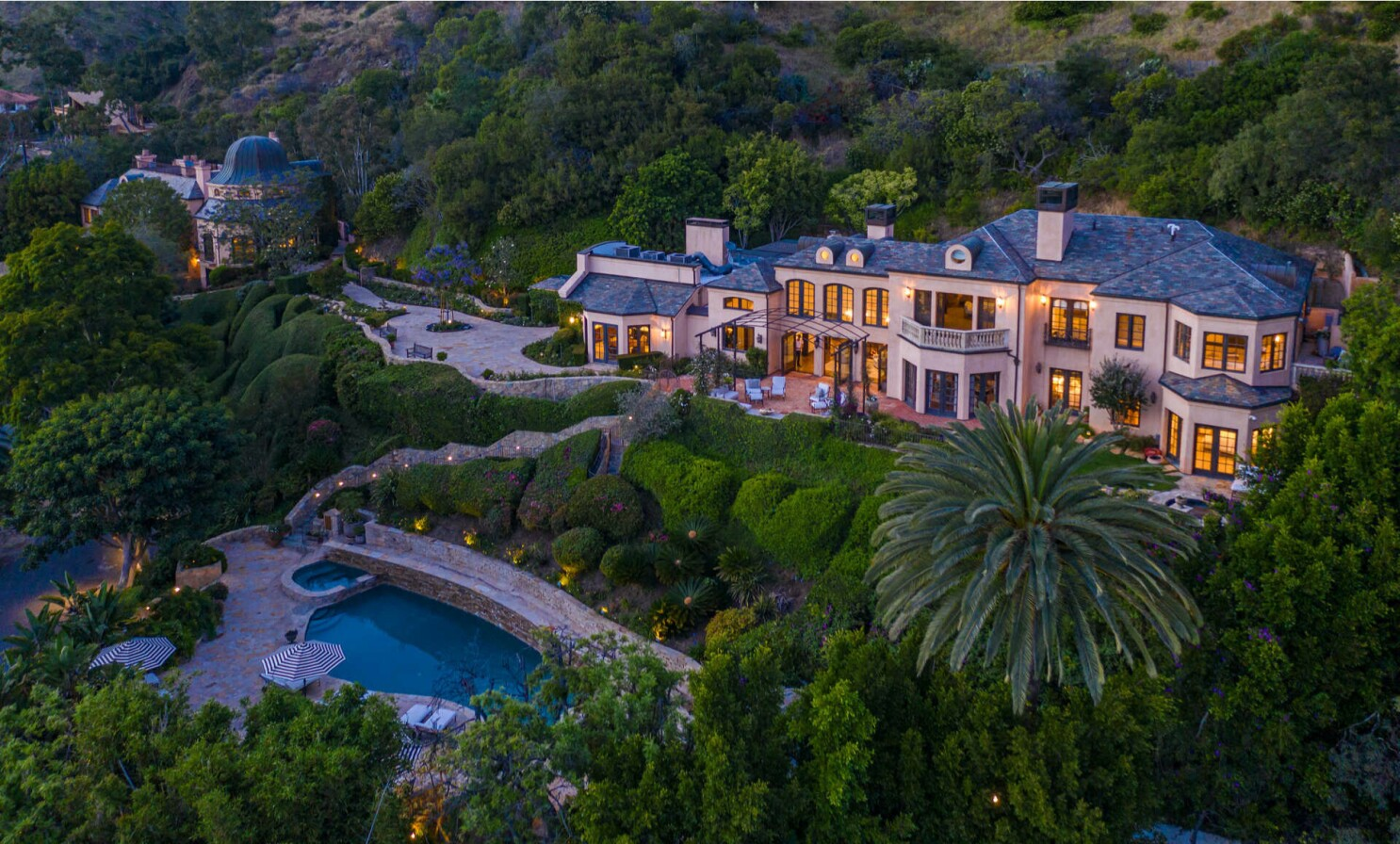 In Malibu, Kelsey and Camille Grammer's former compound aims for $19.95 million - Los Angeles Times