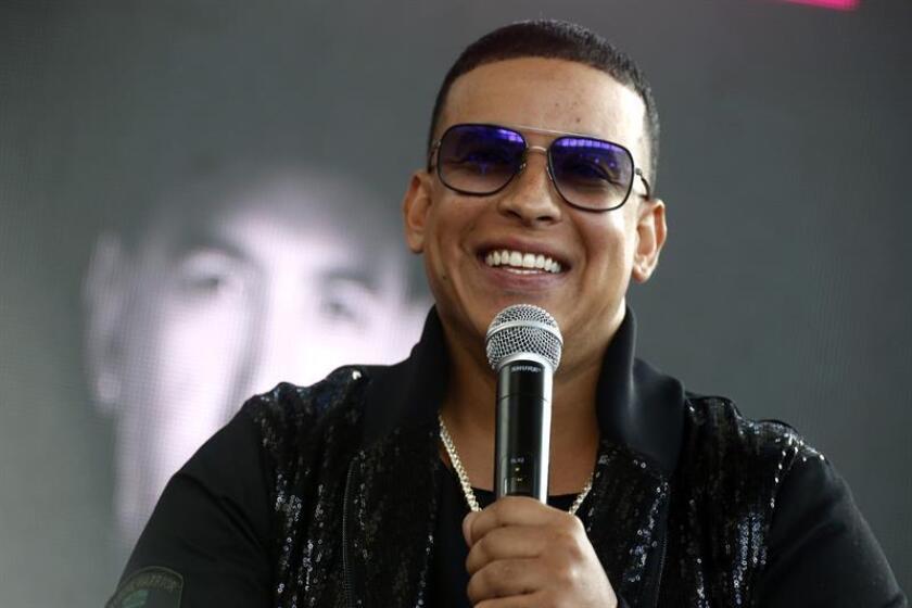 El reguetonero puertorriqueño Daddy Yankee habla durante una rueda de prensa en San Juan (Puerto Rico). EFE/Archivo