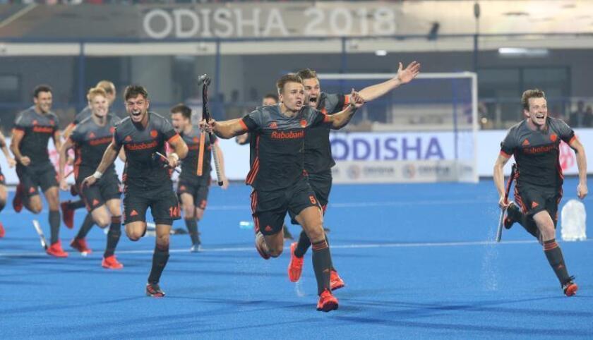 Los jugadores holandeses celebran su pase a la final del Mundial de Hockey en Bhubaneswar, India. EFE/EPA