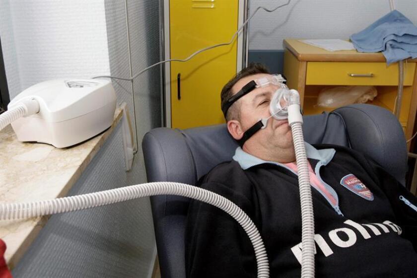 La apnea del sueño es un trastorno que puede derivar en hipertensión arterial, falta de oxigenación en la sangre, problemas digestivos, vasculares e incluso infartos, y afecta en su mayoría a hombres, alertó hoy la neumóloga Alejandra Carolina Moncada. EFE/ARCHIVO