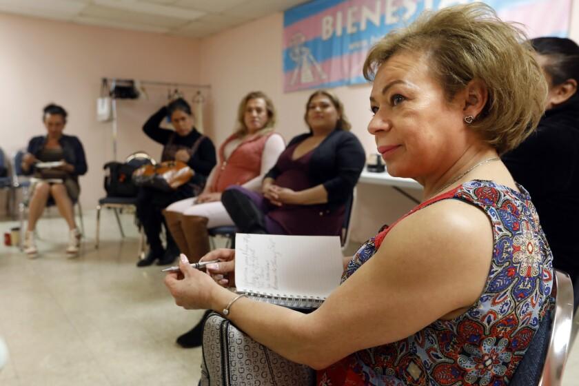 """Adriana Devechie, que vive en Long Beach, dice que en Estados Unidos """"las cosas son un poco más abiertas... más tolerantes"""". Carolyn Cole / Los Angeles Times"""