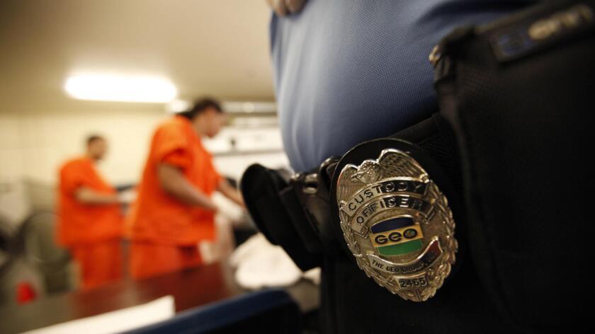 El Centro de Ayuda a los Inmigrantes Las Américas de El Paso informó el miércoles que los detenidos con orientación homosexual, principalmente los transgénero, son los más violentados sexualmente dentro de las instalaciones de los centros de detención de inmigrantes indocumentados.