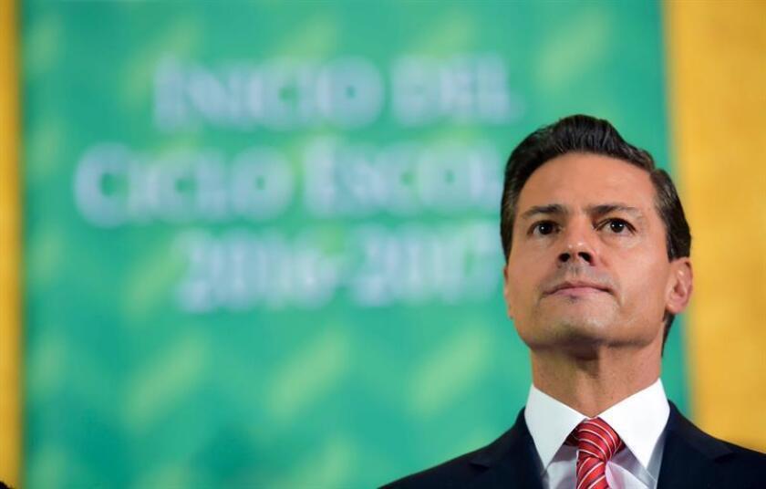 El presidente mexicano, Enrique Peña Nieto, sufre una dura crítica de firma calificadora.