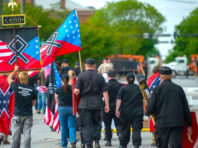 Un grupo de supremacistas blancos se manifiesta en Estados Unidos.