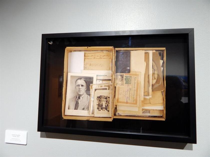 """Vista del collage """"The Box"""" (La Caja) de la fotógrafa Lissette Schaeffler que forma parte de la exposición fotográfica """"The Invisible Woman"""" (La mujer invisible) inaugurada hoy, sábado 10 de marzo de 2018, en la galería Concrete Space en Doral, Florida (EE.UU.). EFE"""