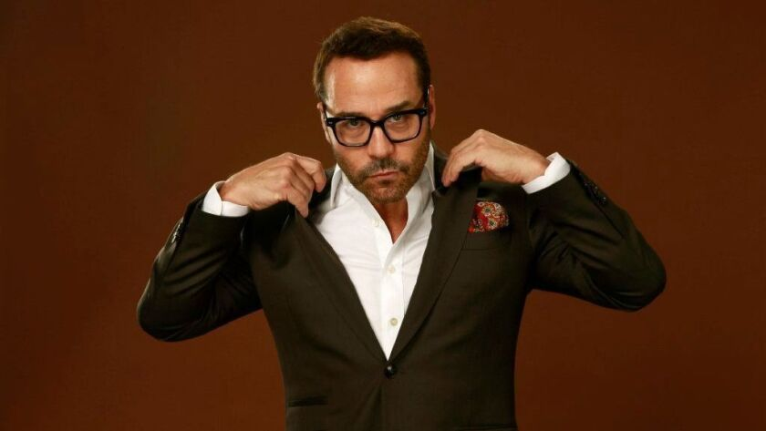 After two years of price cuts, actor Jeremy Piven has dealt his three-story beach house in Malibu for $6.6 million.